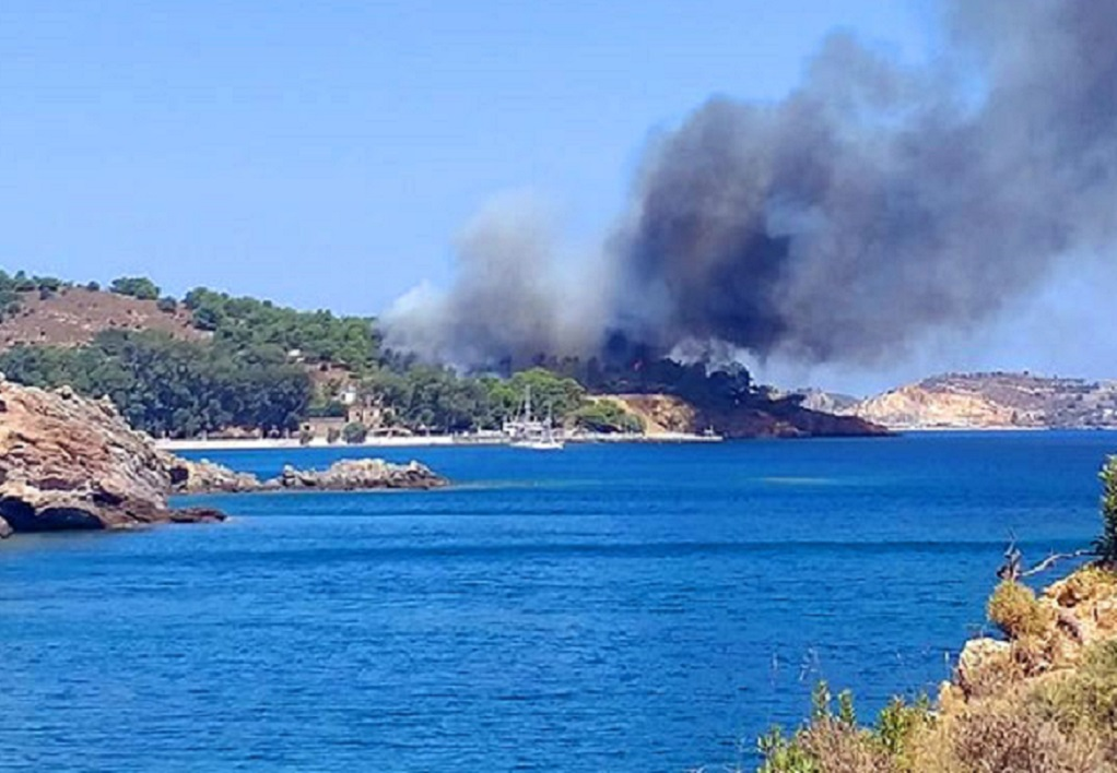 Ο Δήμαρχος Λέρου στο GrTimes: Υπό έλεγχο η φωτιά – Δεν κινδύνευσαν λουόμενοι (ΦΩΤΟ)