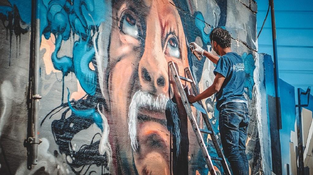 «Δώρο» γκράφιτι σε τοίχο σχολείου της Θεσσαλονίκης από το Νόβι Σαντ!