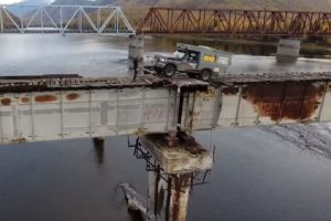 Η πιο επικίνδυνη γέφυρα του κόσμου (VIDEO)