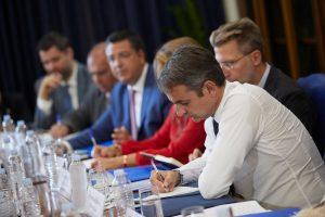 «Εγγλέζος» ο πρωθυπουργός στη συνάντηση με τους παραγωγικούς φορείς (ΦΩΤΟ – VID)
