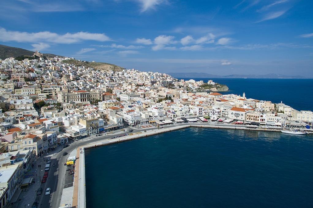 Λιμάνι Σύρου: Οδηγός τραυμάτισε μέλος πληρώματος πλοίου