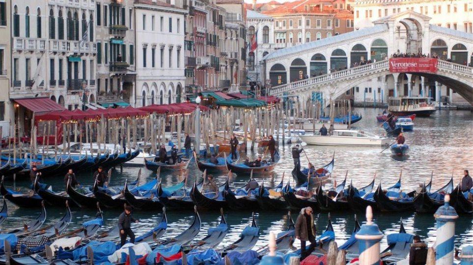 Βενετία- Πρόστιμο σε 100 τουρίστες μέσα σε ένα δίμηνο για αντικοινωνική συμπεριφορά
