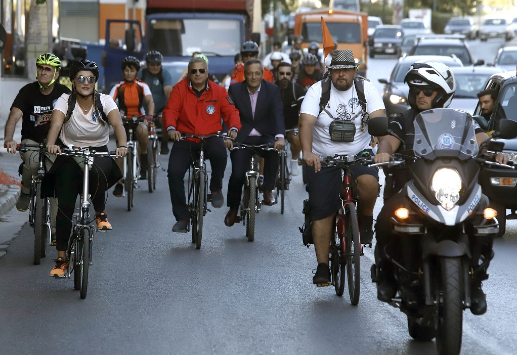 Με ποδήλατο ο Πατούλης στο Υπουργείο Περιβάλλοντος