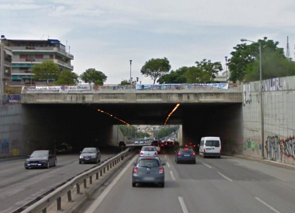 Απίστευτο τροχαίο στη Θεσσαλονίκη – Αυτόχειρας πήδηξε στο κενό και έπεσε σε μηχανή