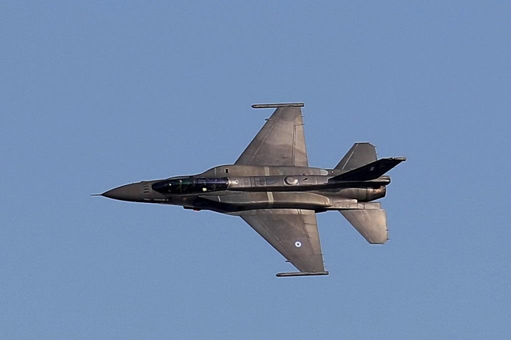 Μπαράζ πτήσεων τουρκικών F-16 πάνω από νησιά του Αιγαίου και τον Έβρο