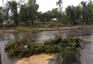 Ανεμοστρόβιλος χτύπησε την Καλαμάτα – Πολλές οι ζημιές (VIDEO)