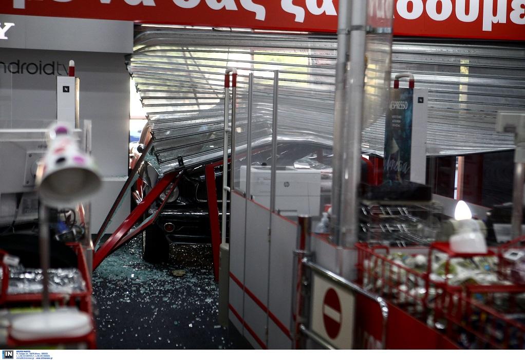 Αθήνα: Νέο «ντου» με αυτοκίνητο σε κατάστημα