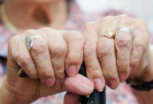 Ηλικιωμένη συγχώρεσε ληστή που την τραυμάτισε!