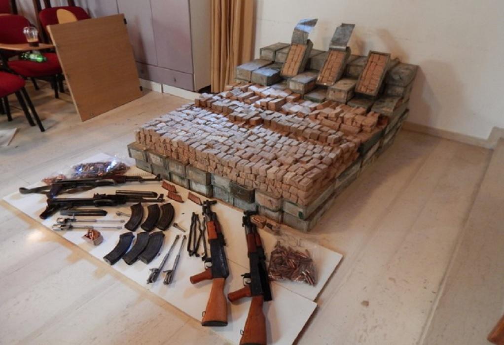 Κρήτη: Εξαρθρώθηκε κύκλωμα εμπορίας όπλων – Εισήγαγε καλάσνικοφ από την Αλβανία (VIDEO)