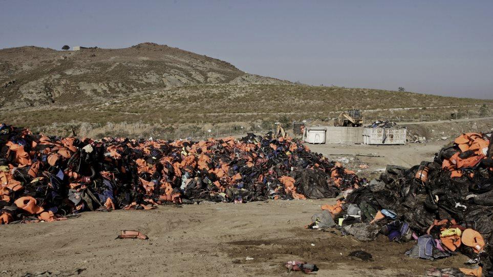 Λέσβος- Αίτημα για απομάκρυνση σωσιβίων υπό τον φόβο ρύπανσης των ακτών