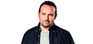 Ο Κώστας Μακεδόνας τραγουδά για το Κοινωνικό Παντοπωλείο Κορδελιού-Ευόσμου