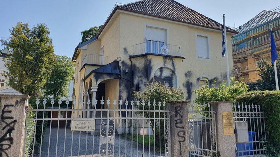 Επίθεση αντιεξουσιαστών στο ελληνικό προξενείο στο Μόναχο