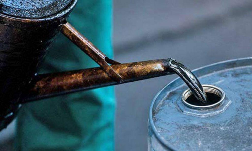 Βρετανία: Υποχωρούν οι τιμές του πετρελαίου