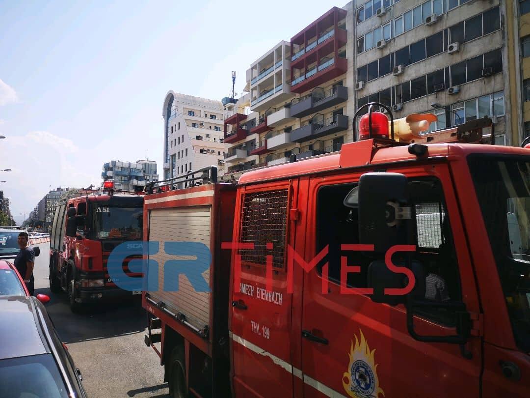 Φωτιά σε εστιατόριο στη Θεσσαλονίκη (ΦΩΤΟ)