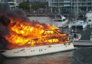 Φωτιά σε ιδιωτικό σκάφος στην Εύβοια