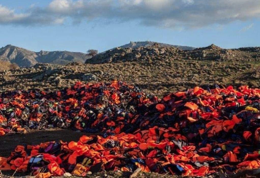 Λέσβος: «Βουνό» 12.000 κ.μ από σωσίβια στον Μόλυβο- «Απαράδεκτο το πρόστιμο»