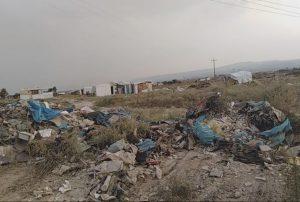 Γκρεμίζουν παράγκες στον άτυπο καταυλισμό των Ρομά στην Περαία