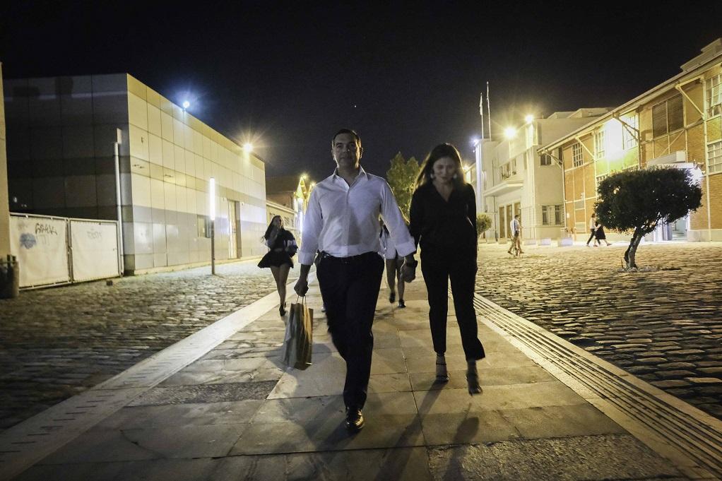 H νυχτερινή βόλτα του Αλ.Τσίπρα και της Μ.Μπαζιάνα, στη Θεσσαλονίκη (ΦΩΤΟ)
