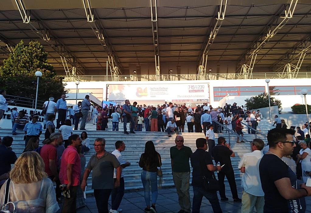 Συγκεντρώνεται ο κόσμος στο «Βελλίδειο» για την ομιλία Τσίπρα (ΦΩΤΟ)