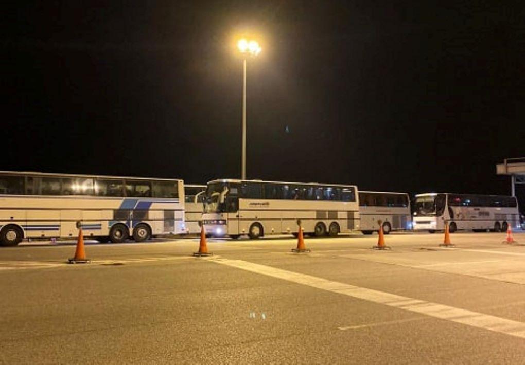 Μπλόκα σε Γιαννιτσά και Σέρρες σε λεωφορεία με πρόσφυγες