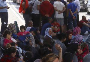 Μυτιλήνη: Αναχωρούν για Πειραιά 113 πρόσφυγες