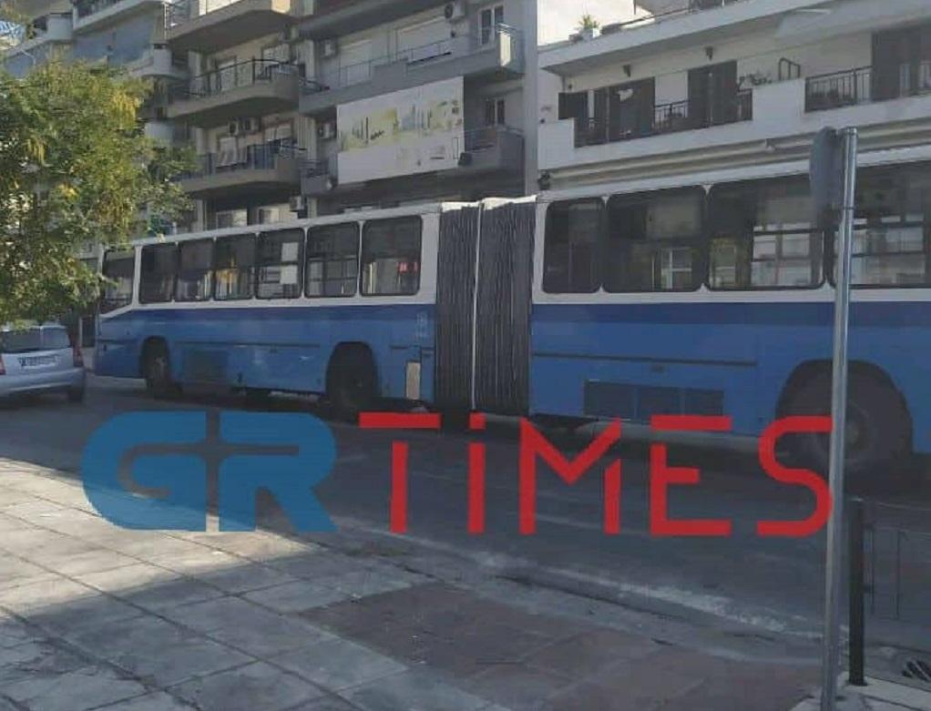 «Έμεινε» λεωφορείο του ΟΑΣΘ στον Εύοσμο (ΦΩΤΟ)
