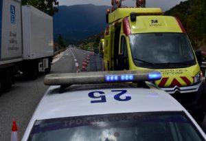 Σφοδρή σύγκρουση ΙΧ με μηχανή στην Αθηνών – Σουνίου