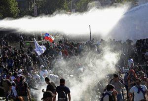 Χιλή: Διαδηλώσεις και σοβαρά επεισόδια στο Σαντιάγο