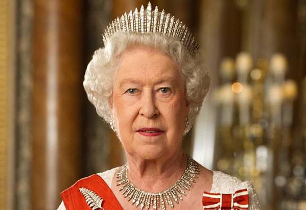 Βασίλισσα Ελισάβετ: Μην είστε εγωιστές, κάντε το εμβόλιο