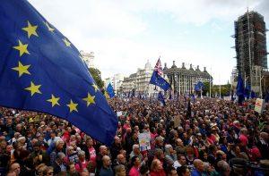 Brexit: Χιλιάδες Βρετανοί διαδηλώνουν στο Λονδίνο ζητώντας νέο δημοψήφισμα