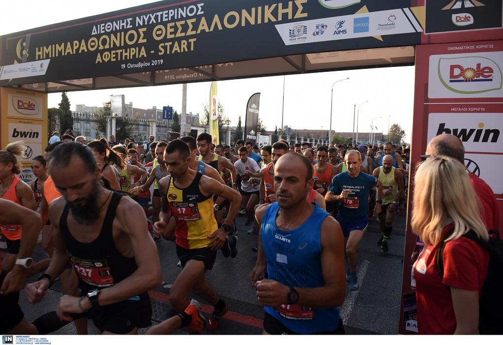 Στον παλμό του 8ου Νυχτερινού Ημιμαραθωνίου η Θεσσαλονίκη (ΦΩΤΟ)