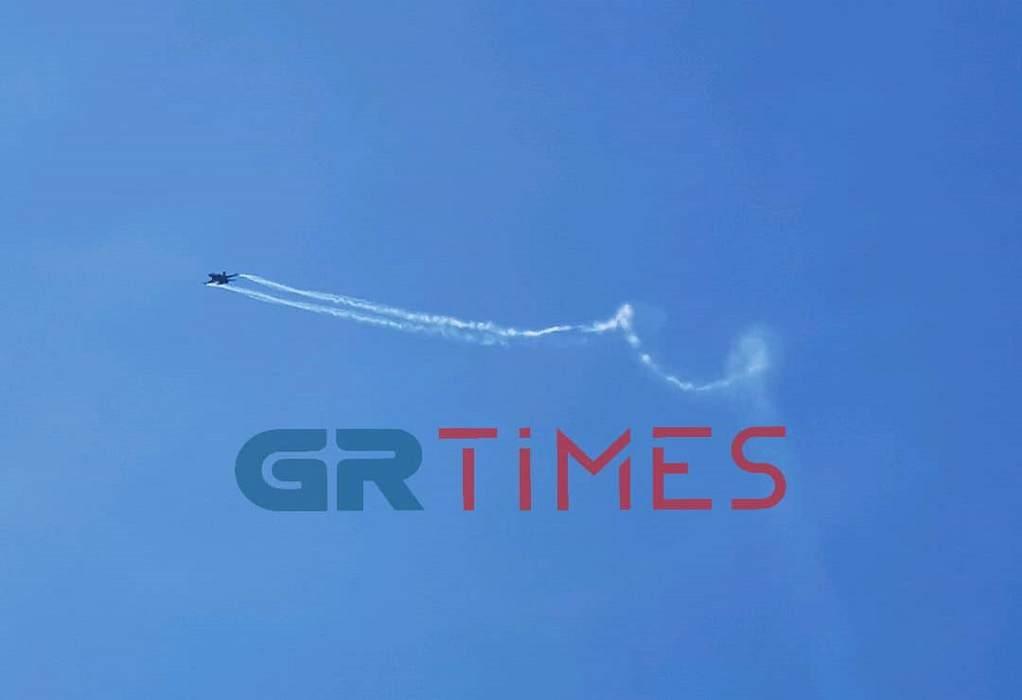 «Έσκισε» τον ουρανό της Θεσσαλονίκης το F16 – Το μήνυμα του πιλότου (ΦΩΤΟ-VIDEO)