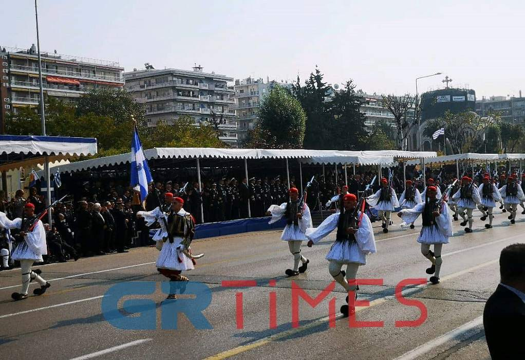 Εξαδάκτυλος: Λάθος αν αναβληθεί η παρέλαση στη Θεσσαλονίκη (ΗΧΗΤΙΚΟ)