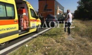 Σέρρες: Αυτοκίνητο σφηνώθηκε κάτω από νταλίκα