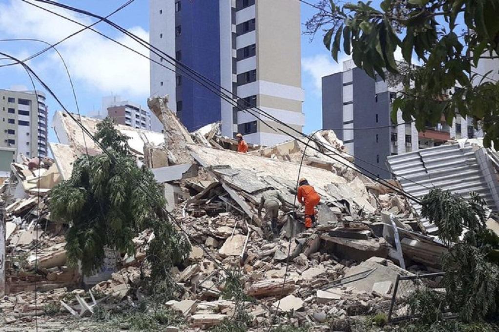 Βραζιλία: Kατέρρευσε επταώροφο κτίριο – Τουλάχιστον ένας νεκρός (VIDEO)