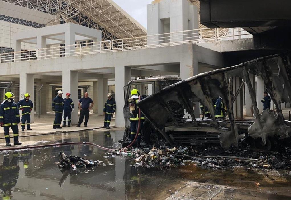 Φωτιά σε όχημα έξω από το ΟΑΚΑ (ΦΩΤΟ)