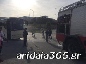 Φωτιά σε λεωφορείο του ΚΤΕΛ στην Αριδαία (ΦΩΤΟ)