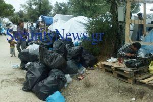 Μόρια: «Στα κάγκελα» οι κάτοικοι με τους παράτυπους μετανάστες (ΦΩΤΟ)