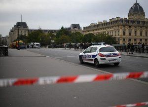 Η αντιτρομοκρατική ψάχνει την πολύνεκρη επίθεση στο Παρίσι