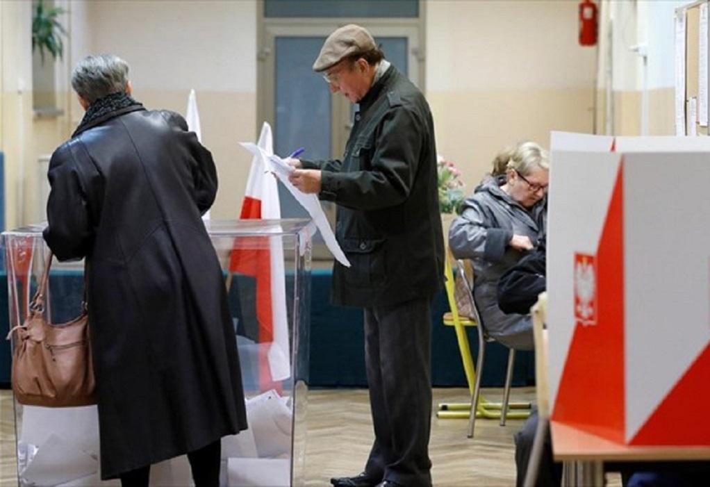 Πολωνία-Εκλογές: Το Κόμμα Δικαίου και Δικαιοσύνης εξασφαλίζει την απόλυτη πλειοψηφία