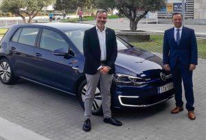 Η VW δώρισε ηλεκτρικό αυτοκίνητο στον Ζέρβα