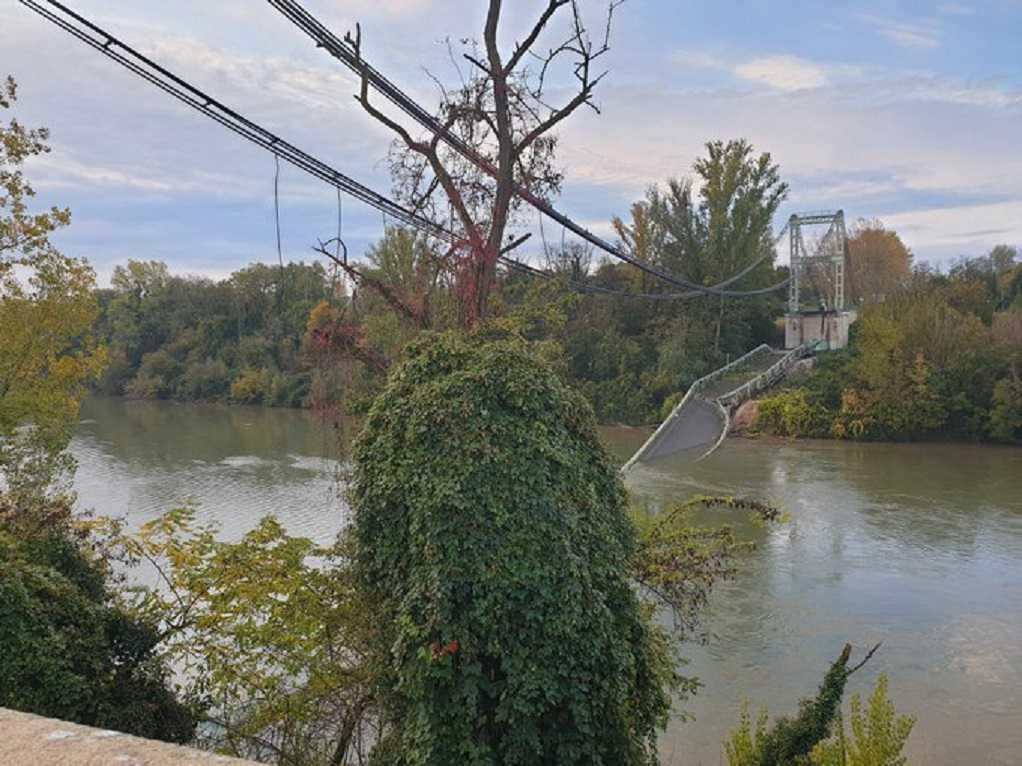 Γαλλία: Κατάρρευση γέφυρας – Νεκρή μία ανήλικη, αρκετοί αγνοούμενοι