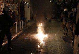 Εξάρχεια: 28 συλλήψεις, 41 προσαγωγές – Δύο τραυματίες αστυνομικοί