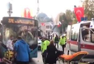 Οι Έλληνες τουρίστες- «πελάτες», κουνάνε μαντήλι στην Τουρκία