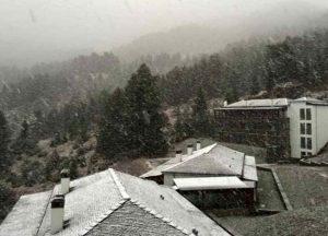 Χιονίζει στο Μέτσοβο – Στον 1 βαθμό Κελσίου ο υδράργυρος