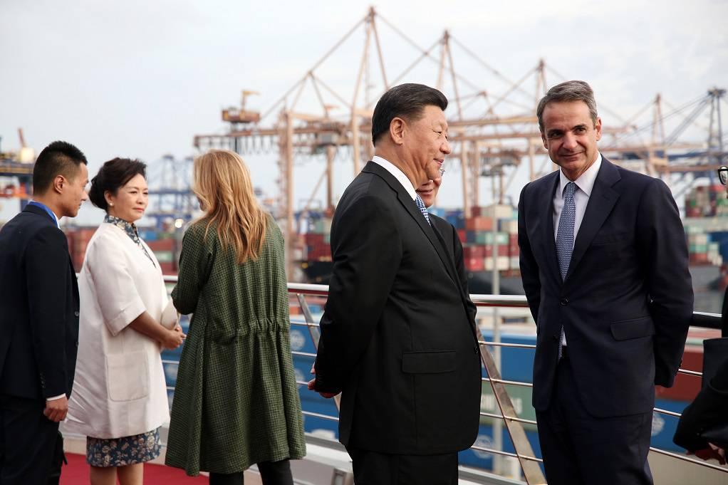 Επίσκεψη του πρωθυπουργού Κυριάκου Μητσοτάκη και του προέδρου της Κίνας Σι Τζινπινγκ στις εγκαταστάσεις της COSCO στον Πειραιά