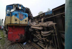 Μπαγκλαντές: 16 νεκροί από σύγκρουση τρένων