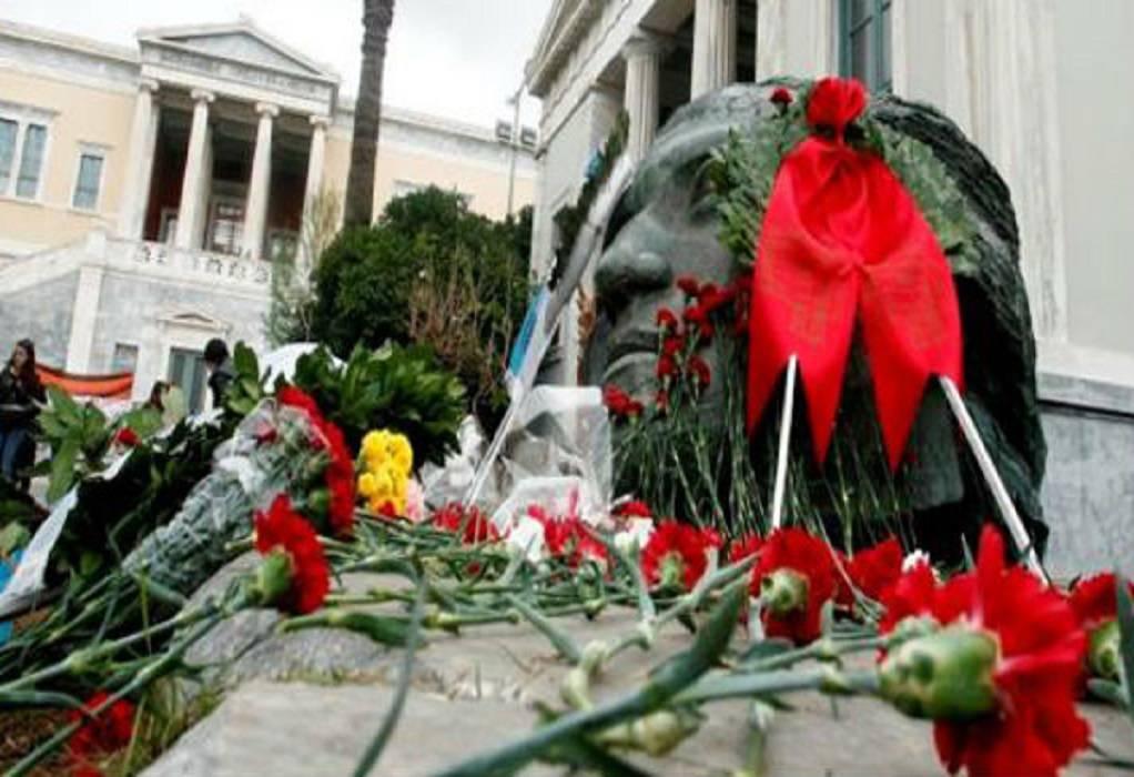 Στεφάνι στο Πολυτεχνείο από την Βουλή των Ελλήνων