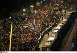 Αθήνα: Χιλιάδες άτομα στην πορεία για το Πολυτεχνείο (ΦΩΤΟ)