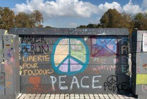 Θεσσαλονίκη: Μαθητές έριξαν το δικό τους …»Τείχος του Βερολίνου»